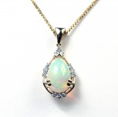 14K Yellow Gold 0.35 CTW 3.05 CT Opal Pendant